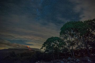 Night-time view of Colima volcano with an active lava flow (July 2015). (Photo: Tom Pfeiffer)