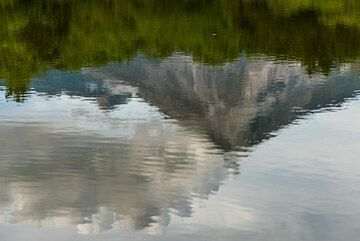 Mirror image of Colima. (Photo: Tom Pfeiffer)