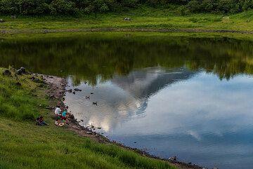 Family enjoying a nice day at the Laguna Carrizalillo. (Photo: Tom Pfeiffer)