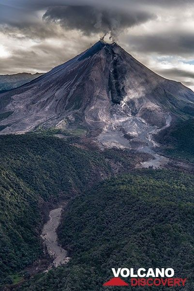 View of the volcano from the south, with the active lava flow (black) and another pyroclastic flow deposit in the gully in the lower left. (Photo: Tom Pfeiffer)