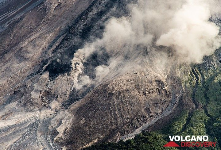 Near vertical view of the lava flow front. (Photo: Tom Pfeiffer)