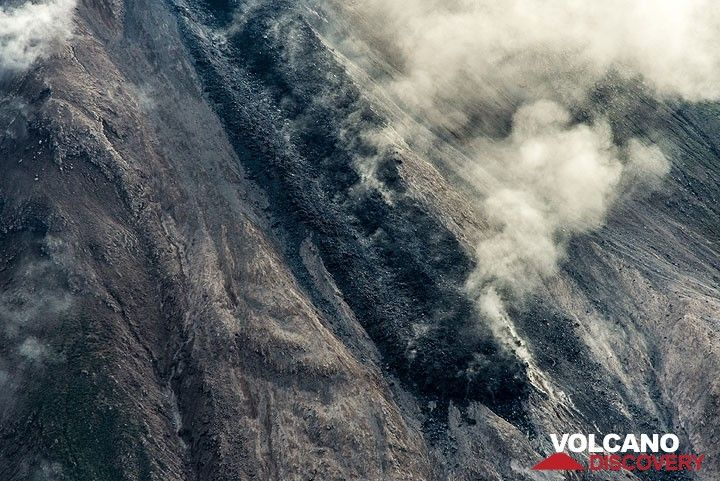 Lower part of the lava flow seen from SW. (Photo: Tom Pfeiffer)
