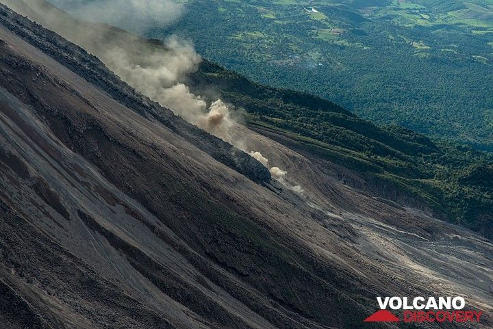 With each lava flow like this, the cone of Colima becomes a little bigger. (Photo: Tom Pfeiffer)