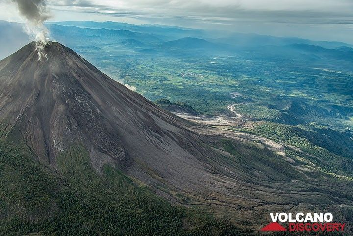 View of Colima from the NW. (Photo: Tom Pfeiffer)