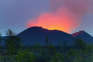 Beautiful colors at dawn. (Photo: Tom Pfeiffer)