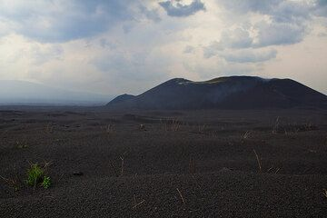 The now inactive Eastern cone complex seen from the edge of the lapilli desert near the camp. (Photo: Tom Pfeiffer)