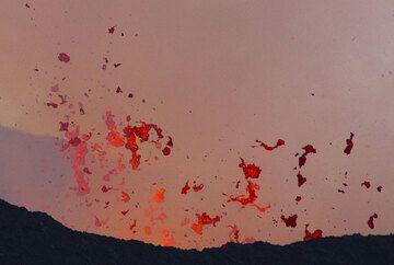 nyamuragira_i51212-2.jpg (Photo: Tom Pfeiffer)