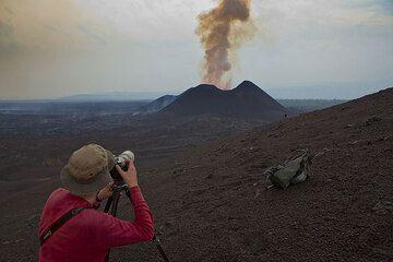 Volcan Nyamuragira (DRCongo), Kimanura éruption 2011-12: expédition (Photo: Tom Pfeiffer)