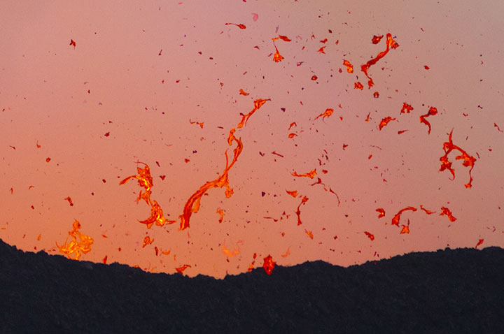 Very liquid lava is thrown out from the boiling lava lake, forming twisted ropes and strings in flight. (Photo: Tom Pfeiffer)