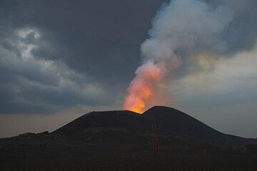 Rainy sky above the erupting cone with the illuminated steam column rising. (Photo: Tom Pfeiffer)