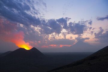 At dawn, the mighty silhouette of Mikeno volcano is appears in the SE. (Photo: Tom Pfeiffer)
