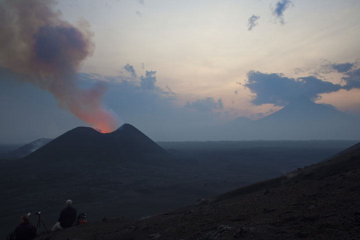 Kimanura East and Mikeno volcano at dawn. (Photo: Tom Pfeiffer)