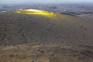 Another sulfur field on the north side of the western cone. (Photo: Tom Pfeiffer)