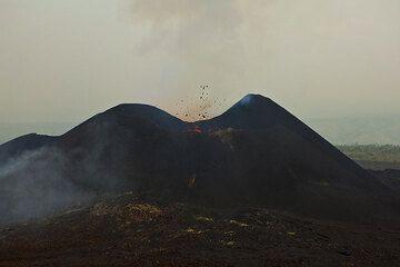 The still erupting east Kimanura cone. (Photo: Tom Pfeiffer)