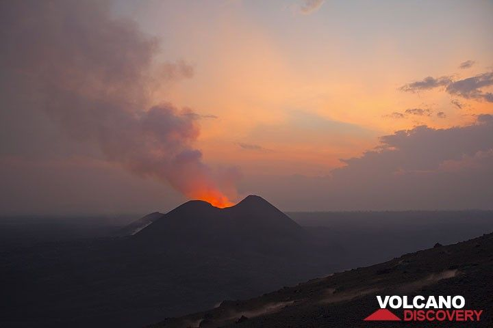 Sunrise again, on our 3rd day at the volcano. (Photo: Tom Pfeiffer)