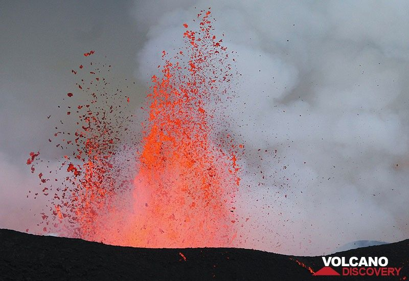 Lava shoots from the main crater (east one). Most explosions were very wide – bubble like explos but they did not make a great pic. (Photo: Paul Hloben)