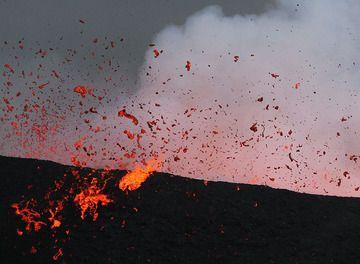 Huge chunks just fell on the main cone's rim. (Photo: Paul Hloben)