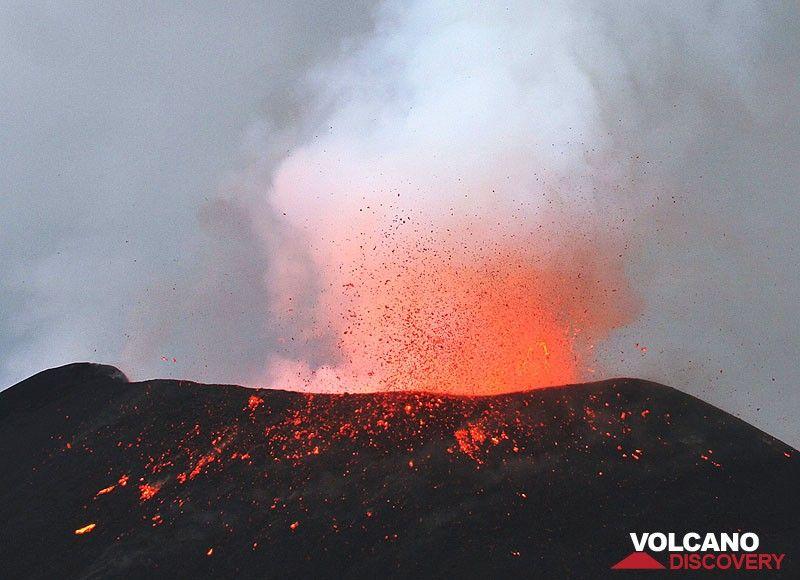 Main crater in eruption at dusk. (Photo: Paul Hloben)