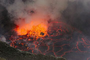 Getting clear views of the lava lake is a matter of luck with good weather and wind conditions. (Photo: Tom Pfeiffer)