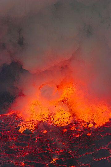 Lava bubble (Photo: Tom Pfeiffer)
