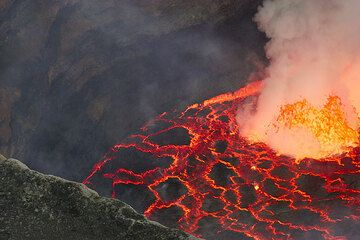 Nyiragongo volcano July 2006 expedition (Photo: Tom Pfeiffer)