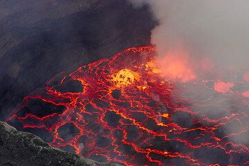 Lava lake in a moderately strong degassing phase. (Photo: Tom Pfeiffer)