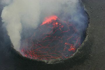 Near-vertical view onto the lava lake which is approx. 250 across. (Photo: Tom Pfeiffer)