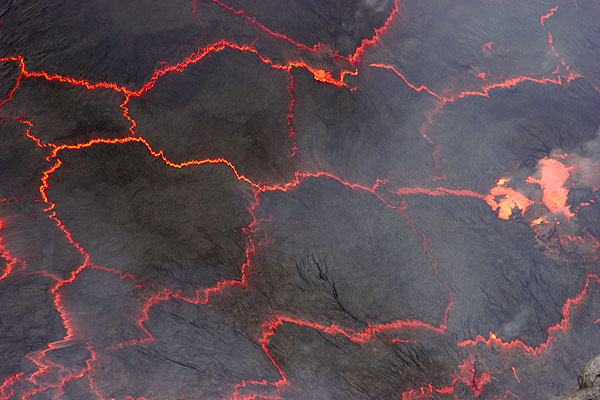 Lava lake crust pieces with ever-changing patterns are a mesmerizing view. (Photo: Tom Pfeiffer)