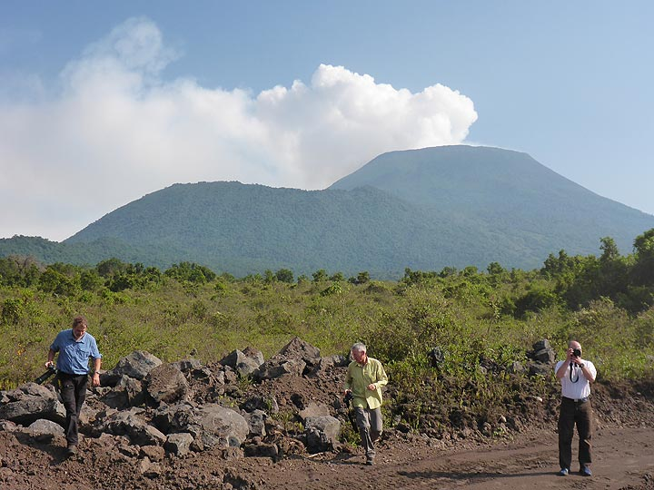 Morning view on Nyiragongo´s main summit cone (right) and southern satellite crater Shaheru (left) on the way to Kibati, the starting point for the hike up the volcano. (Photo: Ingrid Smet)