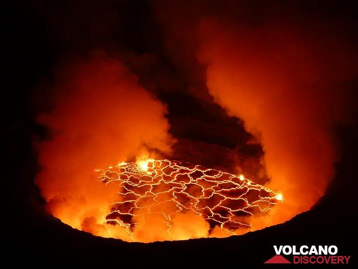 The successful climb to Nyiragongo´s summit was rewarded with views onto its actively churning lava lake later that evening when clouds and volcanic gass plumes had partially lifted. (Photo: Ingrid Smet)