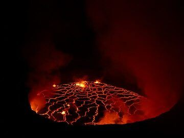 Nyiragongo´s lava lake seen on the night of 6 June 2017 when clouds and gass plumes were minor and allowed good visibility. (Photo: Ingrid Smet)
