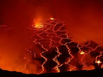 View onto the breaking up lava lake crust and some degassing fountains through the fumarole plumes. (Photo: Ingrid Smet)
