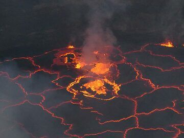 A few small lava fountains are exploding lava into the air, breaking through the rapidly formed thin crusts. (Photo: Ingrid Smet)