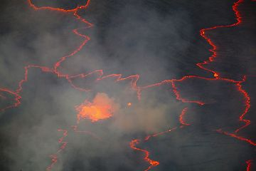 Volcanic gas obscuring the view of the surface of the lava lake. (Photo: Tom Pfeiffer)