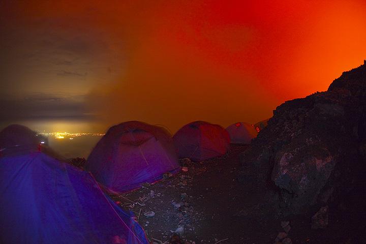 Camp on the rim of Nyiragongo volcano (Photo: Tom Pfeiffer)