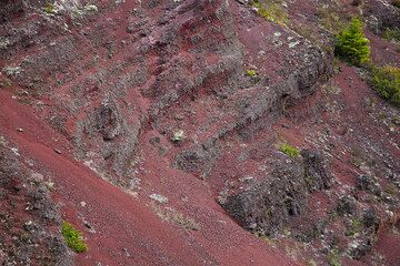 Red scoria layers from lava fountains during the violent 1866 Mt Tarawera eruption in New Zealand (Photo: Tom Pfeiffer)