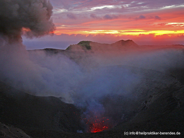 Sunrise on Yasur volcano (Tanna Island, Vanuatu) (Photo: Dietmar)