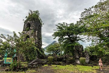 25 Feb afternoon. After 24 hours of non-stop heavy rain, we decide to visit the Cagsawa ruins in the northeastern outskirts of Legazpi. In 1814, a violent eruption of Mayon generated a large pyroclastic flows that burnt and destroyed the town of Cagsawa (only about 9 km distance from the summit). Today, the few remaining stone ruins are contained in a a small park as tourist attraction. (Photo: Tom Pfeiffer)