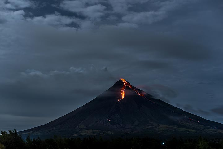 View of the volcano during near full moon from near Cagsawa. (Photo: Tom Pfeiffer)