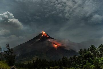 Moonlight illuminating Mayon and the landscape on its lower slopes, with coconut groves. (Photo: Tom Pfeiffer)