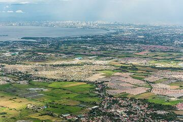 Approaching Manila city. (Photo: Tom Pfeiffer)