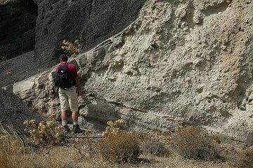 Examining an old erosion channel cut into the Lower Pumice series and later filled with lapilli and ash deposits from Upper Scoria 1. (Photo: Tom Pfeiffer)