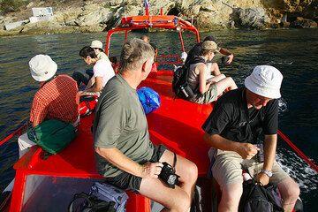 Enjoying Sostis' boat tour from Plaka to Akrotiri (Photo: Tom Pfeiffer)