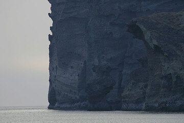 Cliff near the lighthouse (Photo: Tom Pfeiffer)