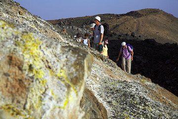 Fumaroles at Nea Kameni's crater (Photo: Tom Pfeiffer)