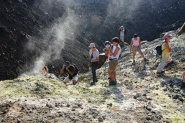 Group at Nea Kameni (Photo: Tom Pfeiffer)