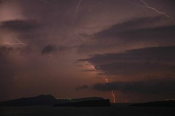 A thunderstorm passes over night. (Photo: Tom Pfeiffer)