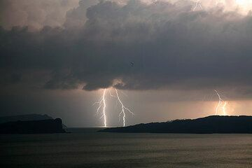 Lightning north of Santorini (Photo: Tom Pfeiffer)