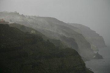 View over the caldera cliffs during the storm (Photo: Tom Pfeiffer)