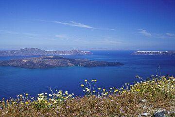 Caldera of Santorini volcano, Greece (Photo: Tom Pfeiffer)